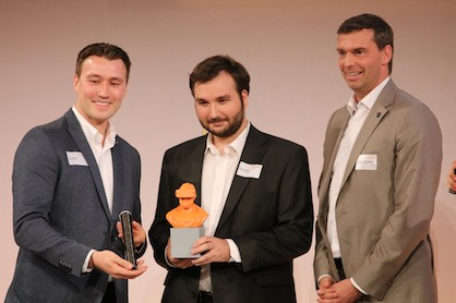 The founders of Bipolymer Systems, Artur Steffen (left) and Martin Huber (m.), win the Future Materials Award of University Innovation Challenge, handed over by Dr. Markus Steilemann, CEO of Covestro (c) 2018 Covestro