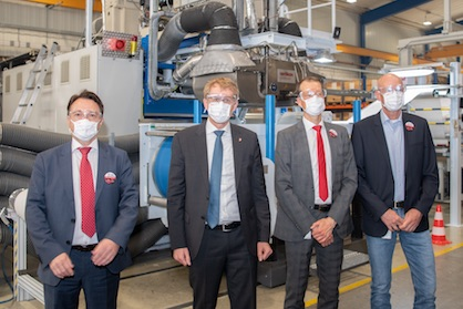 Daniel Günther (2nd from left), Schleswig-Holstein's Minister President, together with Rainer Straub, Head of Oerlikon Nonwoven, Matthias Pilz, Head of Oerlikon Neumag, and Matthias Wäsch, Chairman of the Works Council, at the tour of the Neumünster site where the Oerlikon Nonwoven meltblown technology – currently in huge demand across the globe – is manufactured (c) 2020 Oerlikon