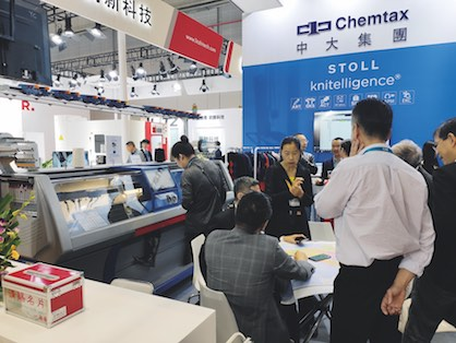 High visitor interest at the STOLL booth (c) 2019 STOLL