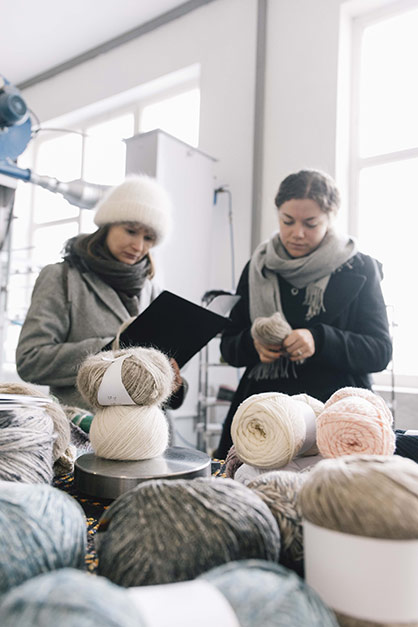 Ready-made yarn. Hat and scarf are made of Chiengora®. Photo: modus intarsia