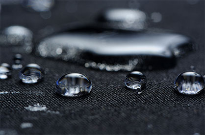 The textile industry was challenged to develop a material that would repel rain, but at the same time be breathable for the wearer. © Shutterstock