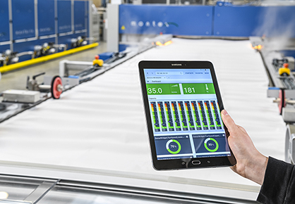 The new Monforts Qualitex Web-UI provide machinery data visualization for remote control on handheld devices. (c) 2018 Monforts