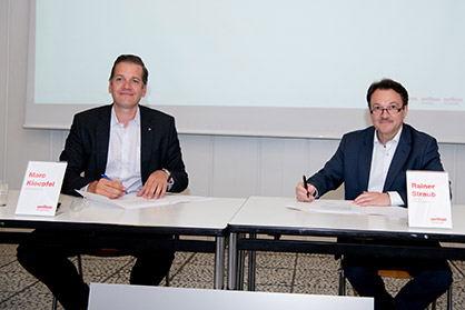 Marc  Kloepfel, CEO  of  the  Kloepfel  Group, and  Rainer  Straub, Managing  Director  of  Oerlikon Nonwoven (right), signing the contract for the purchase of a new Oerlikon Nonwoven meltblown technology system. (Photo: Oerlikon)