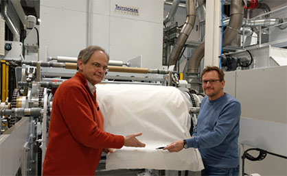 Professor C. Koukal (left) and Professor O. Lottes (right) inspecting the nonwoven fabric © 2021 Trutzschler